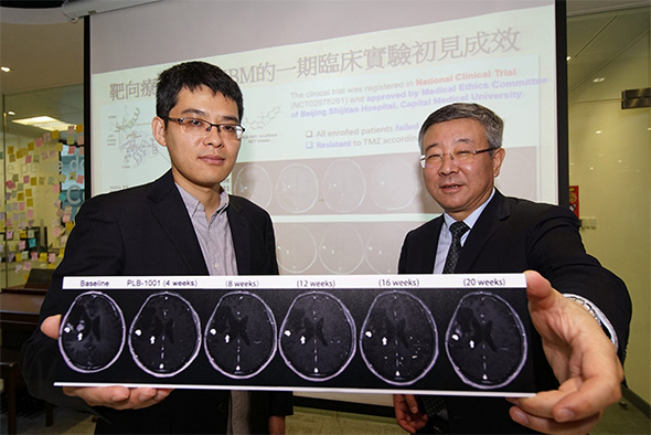 Prof. WANG Jiguang (left) collaborates with Prof. JIANG Tao to bring their mutational mechanism research into clinical practice that helps find new therapeutic lead for deadly brain cancer patients.