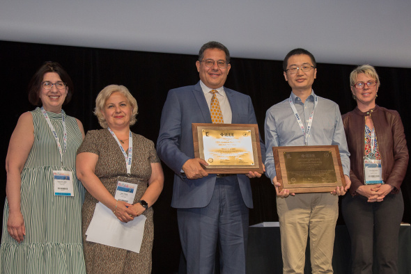 Prof. Khaled BEN LETAIEF (center) and Prof. ZHANG Jun (second right) received the award at the 2019 IEEE International Symposium on Information Theory in Paris on July 9.