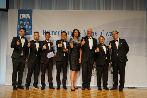 Prof. CHEN Guanghao (fourth left) and his research team received the Bronze Medal of Project Innovation Awards from Diane D'ARRAS (fourth right), President of International Water Association (IWA) at the IWA World Water Congress and Exhibition on September 17, 2018.