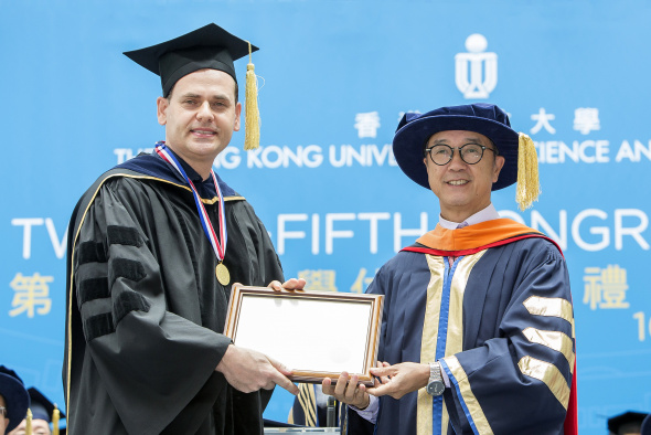 Prof David Rossiter received the Michael G Gale Medal for Distinguished Teaching from President Prof Tony F Chan at the University's Congregation on November 16, 2017.
