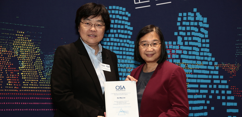 Prof. Kei May LAU (right) was presented the OSA fellow plaque by OSA Vice President Prof. Constance J. CHANG-HASNAIN at the Conference on Lasers and Electro-Optics 2019 in San Jose, California, US on 7 May.