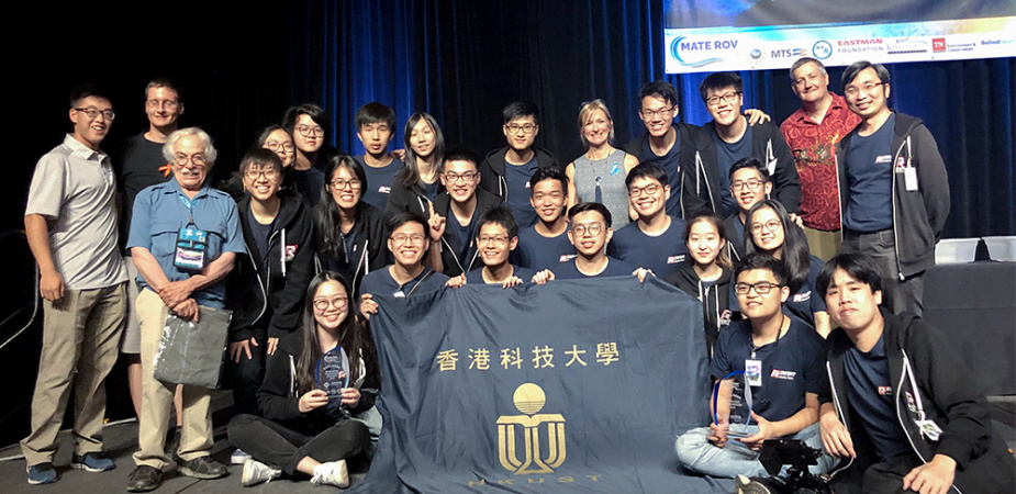 Prof. Tim WOO (first right, back row), HKUST ROV Team members, as well as organizers of the MATE International ROV Competition