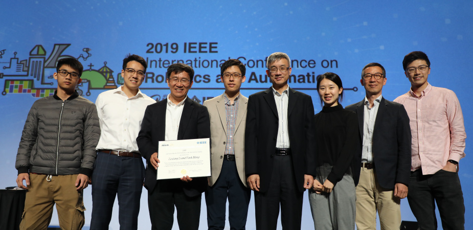 (From third left) Prof. LI Zexiang, Prof. SEO Jungwon, Prof. Michael WANG, Director of HKUST Robotics Institute, and (second right) Prof. Frank PARK, Visiting Professor of HKUST Robotics Institute