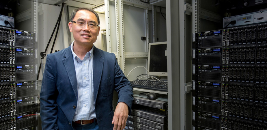 Prof. Yang Qiang was elected as the general chair of the 35th AAAI Conference on Artificial Intelligence and ranked the first in the AAAI/IJCAI sub-field on the AI 2000 Most Influential Scholar Annual List.