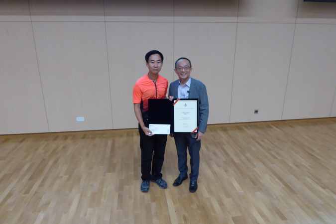 Prof. Mansun Chan (left) received the Teaching Award from Prof. Tim Cheng.