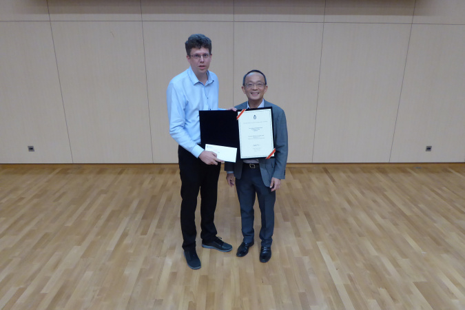 Prof. Richard Lakerveld (left) received the Teaching Award from Prof. Tim Cheng.