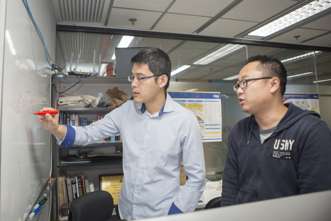 Prof. Wang Jiguang (left) will work on data-driven research in tumor evolution with the award funding.