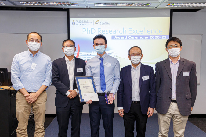 (From left) PhD advisor Prof. Shang Chii, Associate Dean of Engineering (Research & Graduate Studies) Prof. Richard So, awardee Dr. Yin Ran, Dean of Engineering Prof. Tim Cheng, and Chair of Engineering Research Committee Prof. Shao Minhua