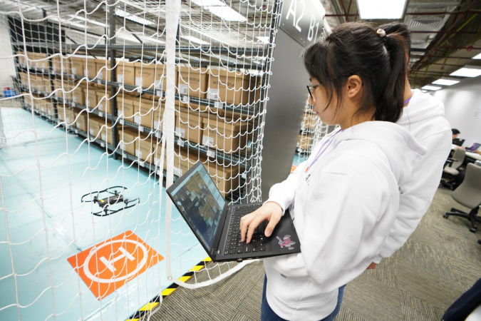 Cindy CHEN, Year 2 student majoring in Mathematics and Computer Science, was focusing on maneuvering the drone along some warehouse aisles.