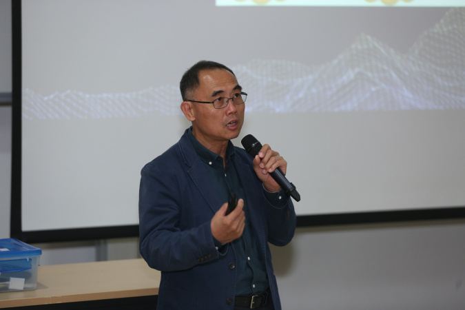 "Prof Qiang Yang, Director of HKUST Big Data Institute, talked about ""AI Powered Fintech"" in his keynote speech."
