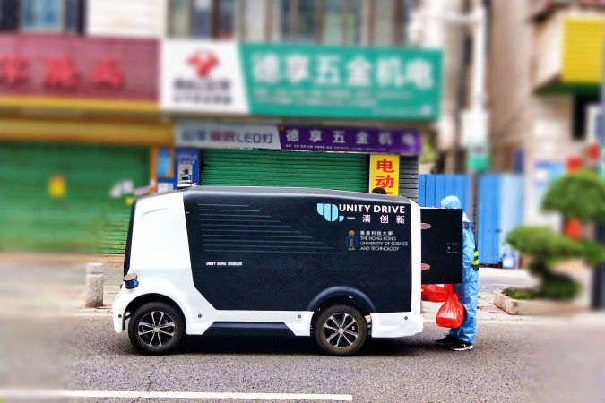 Herculus I, another slow speed unmanned parcel delivery vehicle, is delivering lunch boxes to the staff of a quarantined village in Pingshan District in Shenzhen.