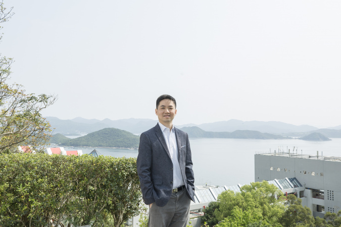 Prof. Fan Zhiyong fell in love with HKUST's seaside campus at first sight.