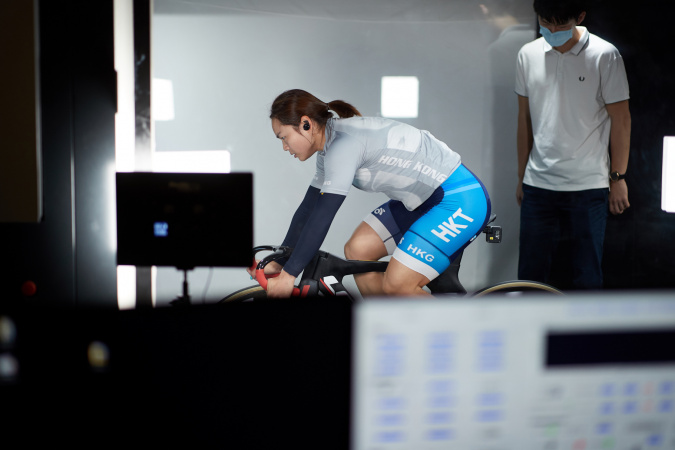 To help enhance cyclists' performances in the Tokyo Olympics, the Hong Kong Sports Institute (HKSI) and the Hong Kong University of Science and Technology (HKUST) teams actively conducted cycling tests and resistance tests for cyclists, as well as developing low-resistance suits for the Hong Kong team in the past two years. Elite cycling athlete Lee Wai-Sze participated in the Sports Aerodynamics Science Initiative Project.