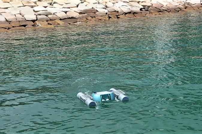 The Smart Fish conducts microplastics sampling near the seaside of the HKUST campus.
