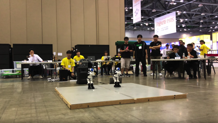 HKUST's two humanoid robots performed a dance with music at the Intelligent Robot Contest 2019 in Seoul.